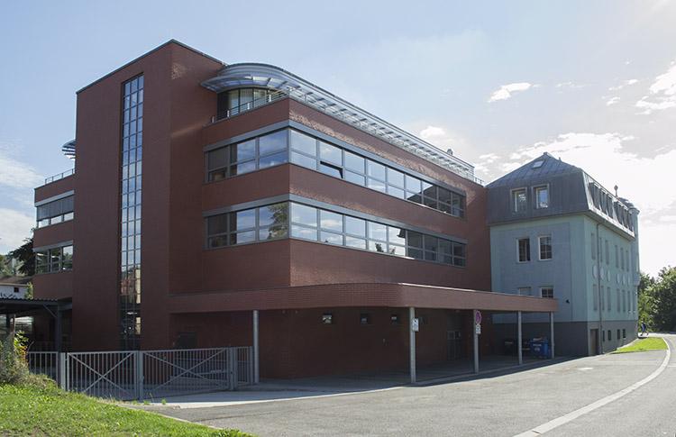 budova od tiskárny